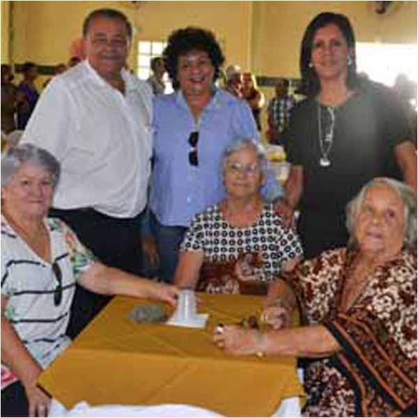 RETROSPECTIVA - 08/05/2015 - CCI de Paraguaçu homenageia Dia das Mães 08/05/2015