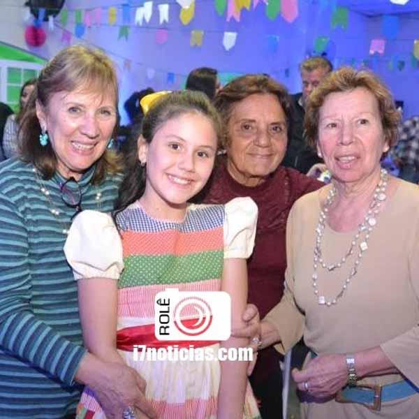 RETROSPECTIVA - 23/07/2015 - Irmãs Galvão ganham arraiá no Rotary Club