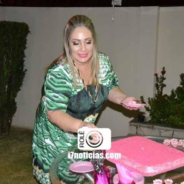RETROSPECTIVA - 17/08/2015 - Alessandra festeja idade nova com festa