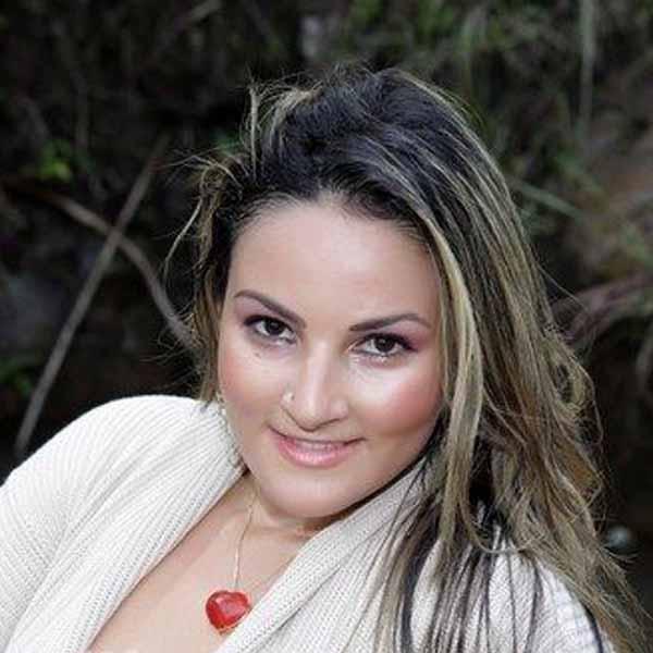 RETROSPECTIVA - 24/04/2012 - Daniela Paula é clicada para o Teen da Semana
