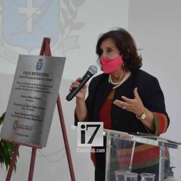 Cerimônia de entrega simbólica de obras e programas em Paraguaçu Paulista