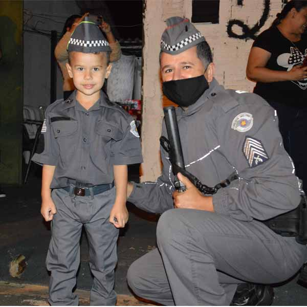 Emanuel completou cinco anos nesta segunda, e, segundo os familiares, quer ser policial no futuro. Festa aconteceu em sua residencia