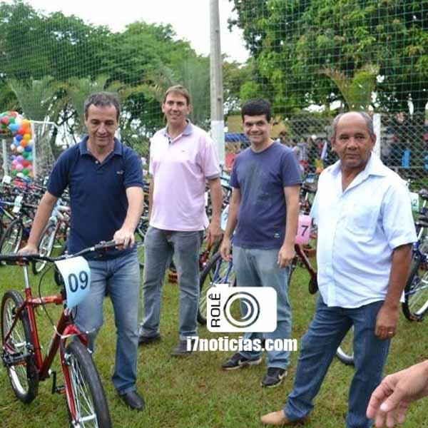 RETROSPECTIVA - 14/10/2015 - Associação dos Funcionários da Cocal faz festa para as crianças.