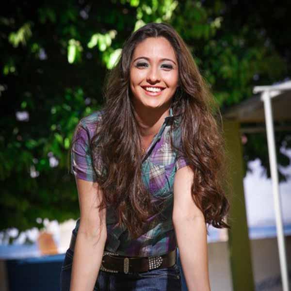 RETROSPECTIVA - 30/01/2013 - Fernanda Luiza revela o seu carisma e encanto em ensaio fotográfico