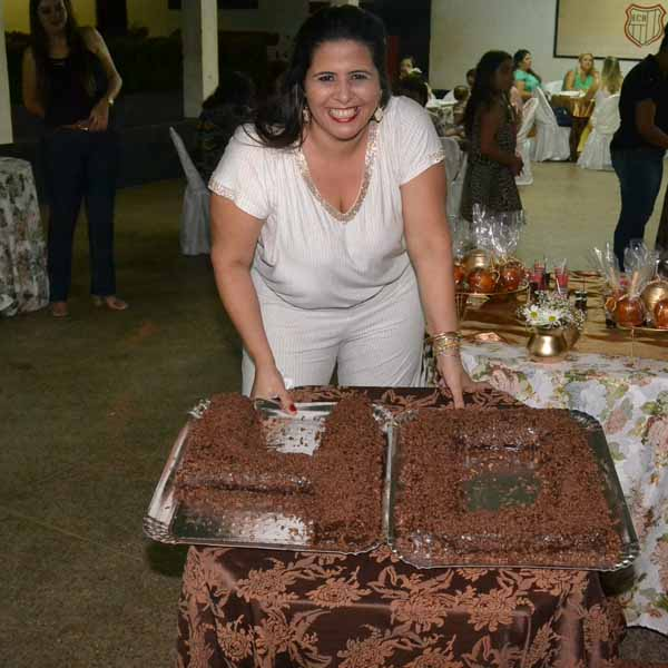 RETROSPECTIVA  - 25/01/2016 - Adriana Mourão ganha festa surpresa