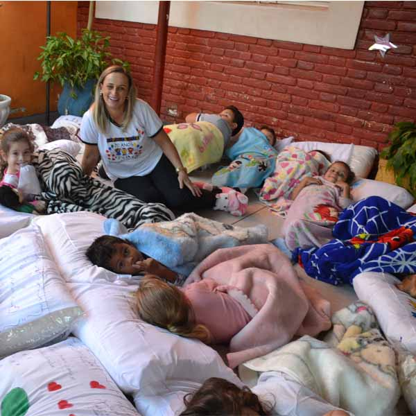RETROSPECTIVA - 08/05/2016 - Alunos do Lápis de Cor homenageiam suas mães