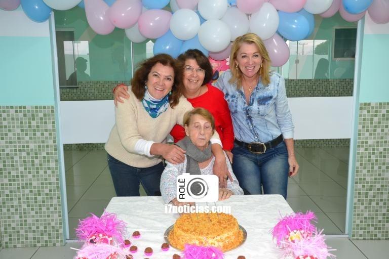 RETROSPECTIVA - 22/05/2016 - Benedita Fabiano faz aniversário com festa ao lado de sua familia