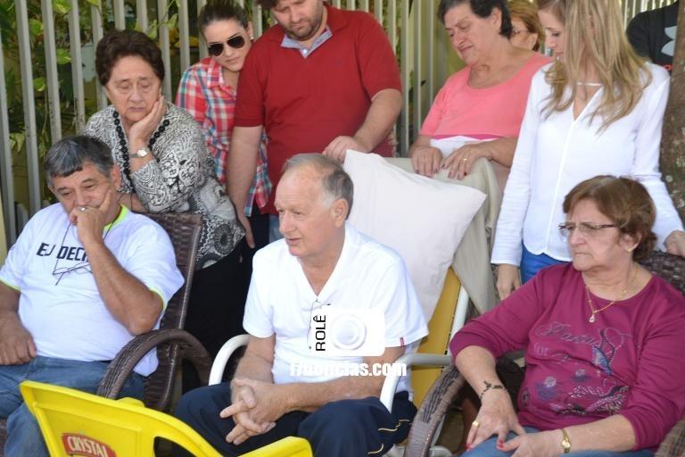 RETROSPECTIVA - 10/07/2016 - Carlos Azoia reúne amigos e familiares em comemoração
