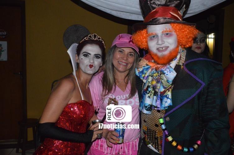 RETROSPECTIVA - 30/10/2016 - Ana Carolina e Gustavo Sanches fazem festa à fantasia