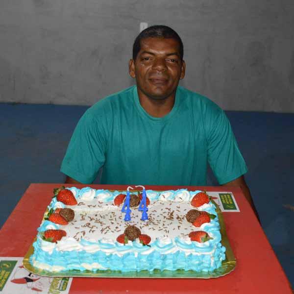 Adomilton José Benedito completa 44 anos de idade com homenagem