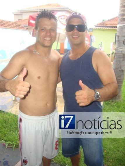 RETROSPECTIVA - 24/12/2013 - Júlio Sampar confraterniza com amigos