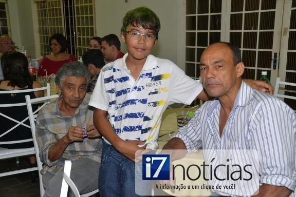 RETROSPECTIVA - 16/06/2014 - Gabriel reúne a galera para comemorar seus 11 anos