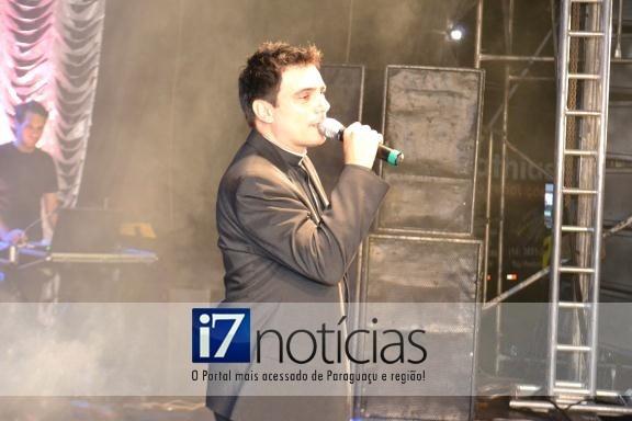 RETROSPECTIVA - 12/03/2013 - Pe. Juarez realiza show em Paraguaçu