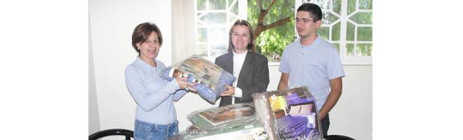 Câmara entrega cobertores arrecadados para a Campanha do Agasalho