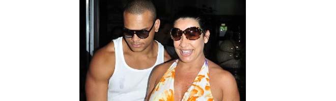 Scheila Carvalho diz que filha de poucos dias já tem horário regrado para comer