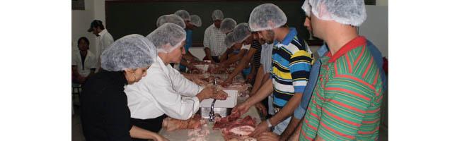 Industrialização da Carne Suína é tema de curso para alunos da ESAPP
