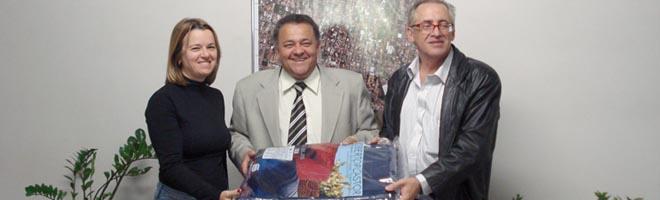 Cocal faz doação de 200 cobertores para o Fundo Social