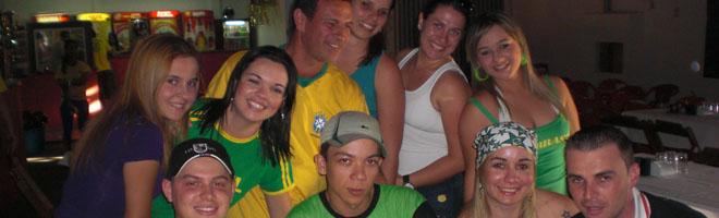 Confira os click's dos torcedores acompanhando o jogo do Brasil no Alabama