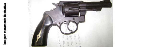Polícia apreende dois revólveres com menino de 15 anos
