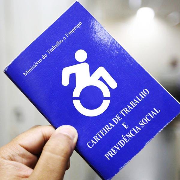 Empresas divulgam vagas de emprego para pessoas com deficiência