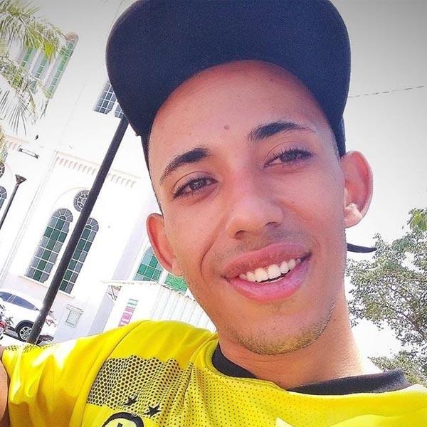 Jovem empina moto e sofre grave acidente em Assis; família pede oração