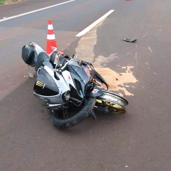 Motociclista fica ferido ao bater na traseira de carro em rodovia de Maracaí