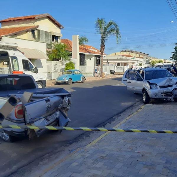Motorista sofre princípio de infarto e bate em quatro veículos em Tupã