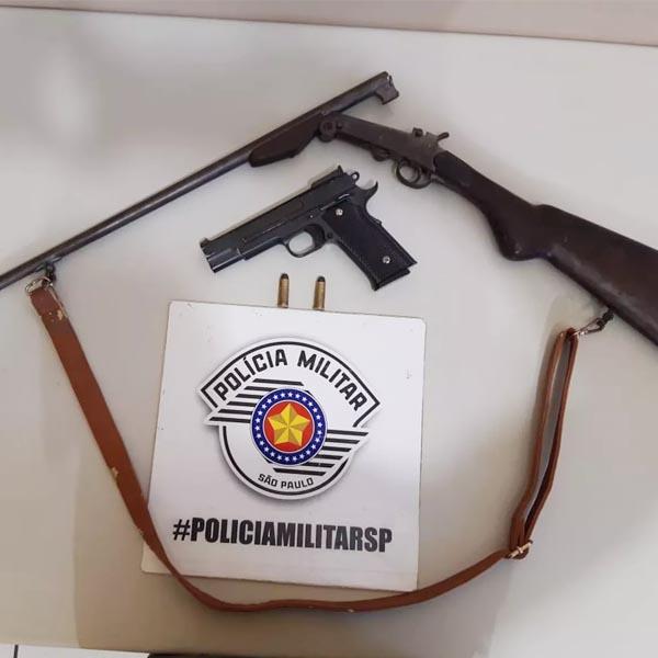 Armas são apreendidas e homem é preso em flagrante após agredir esposa em Martinópolis