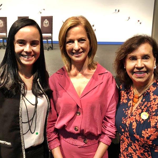 Prefeita Almira assina liberação de recursos para programas socioassistenciais