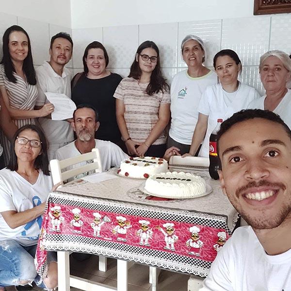 Família de Nair Marques presta homenagem à equipe do Lar dos Idosos