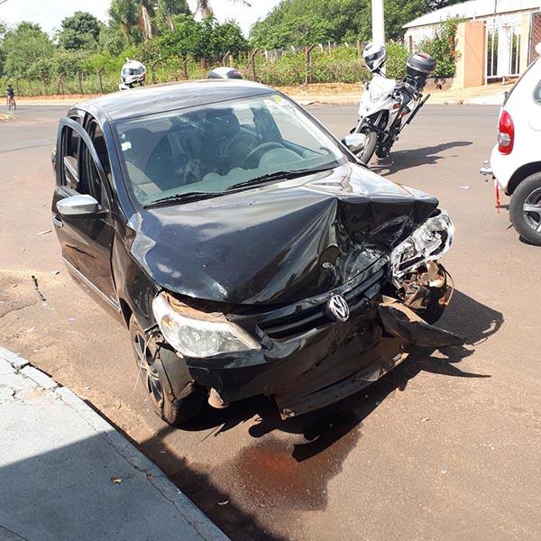 Passageira grávida de 08 meses é resgatada após acidente entre carros, em Paraguaçu