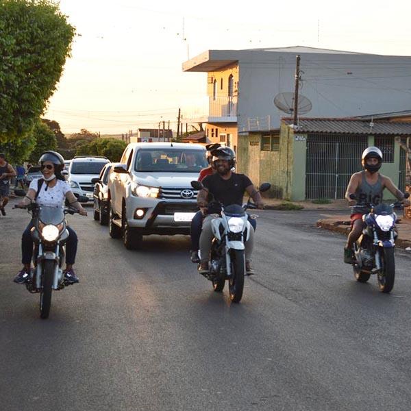 Paraguaçuenses fazem carreata pela reabertura do comércio