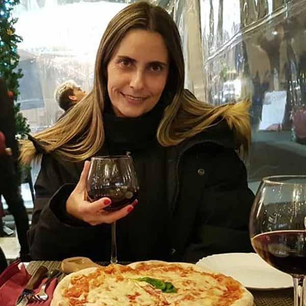 Vânia Viúdes comemora mais um aniversário