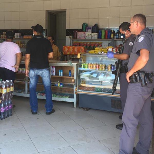 Fiscalização vistoria estabelecimentos abertos durante período de quarentena em Paraguaçu