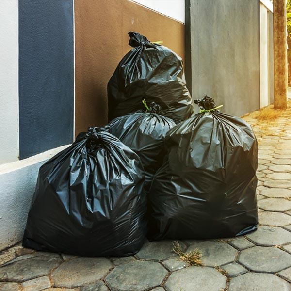 12 de Março tem coleta de lixo em Paraguaçu