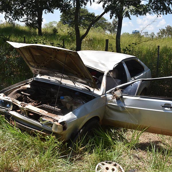 Acidente deixa motorista e criança de 02 anos feridos em Paraguaçu Paulista
