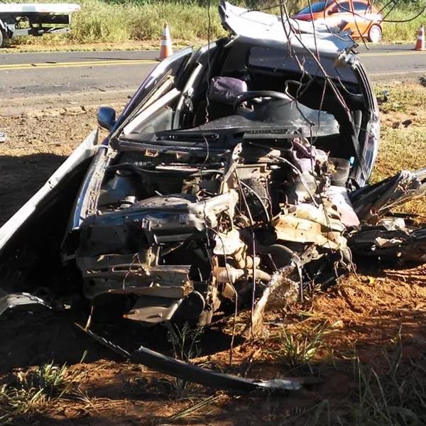 Colisão frontal deixa duas vítimas fatais em Rancharia
