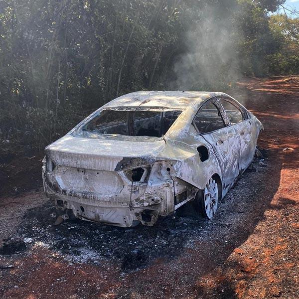 Paraguaçuense é roubado e tem carro incendiado em Cândido Mota