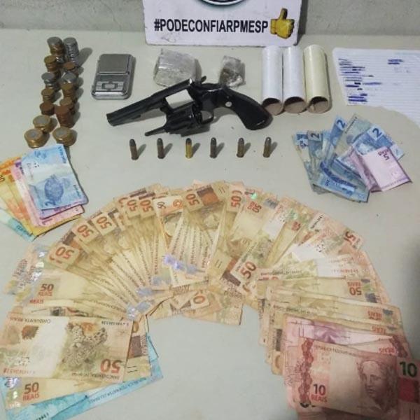 Droga, revólver e quase R$ 5 mil são apreendidos em imóvel na Barra Funda