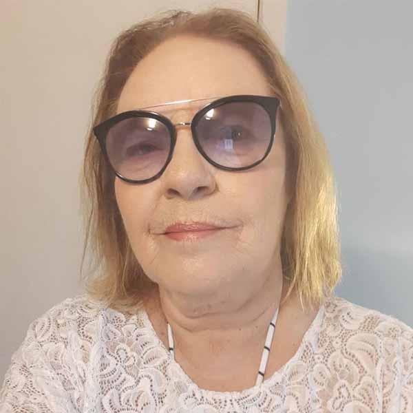 Helena Lopes esta comemorando mais um aniversário neste domingo