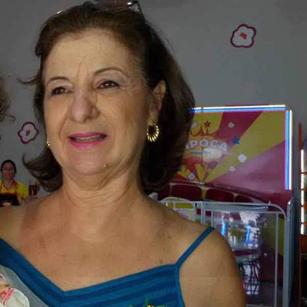Liane Garcia recebe os parabéns pelo seu aniversário