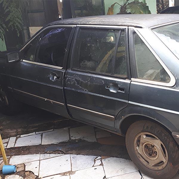 Carro furtado em Paraguaçu é encontrado abandonado em milharal de Cândido Mota