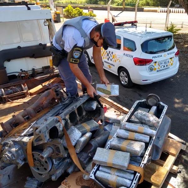 Polícia apreende maconha escondida em motor transportado por caminhão em Assis