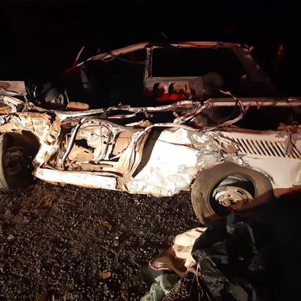 Batida frontal entre carro e caminhão mata idoso na BR-153 em Marília