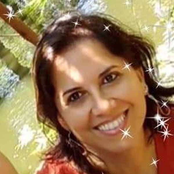 Selma Oliveira apaga velinhas nesta quinta
