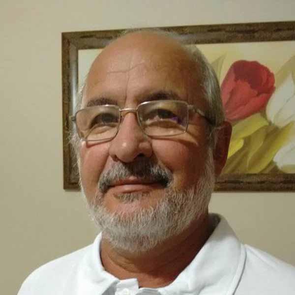 Carlos Bruschi recebe os parabéns pelo seu aniversário