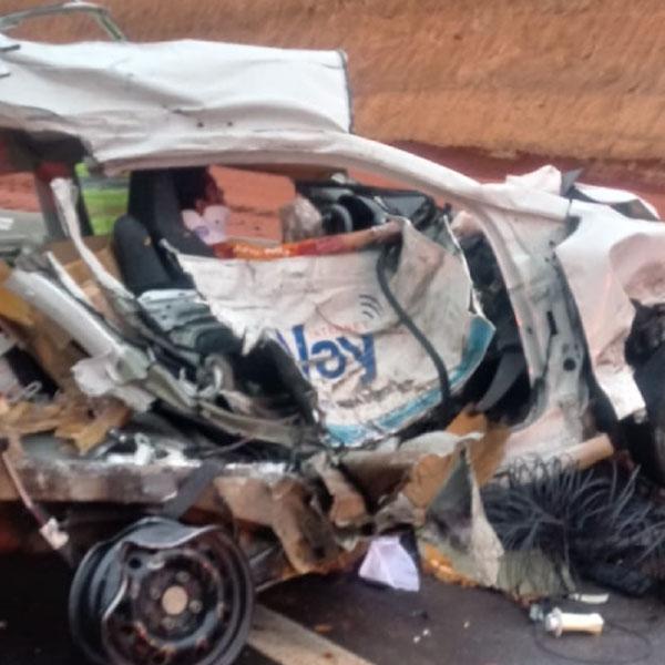 Acidente entre carro e caminhão em Echaporã deixa um em estado grave