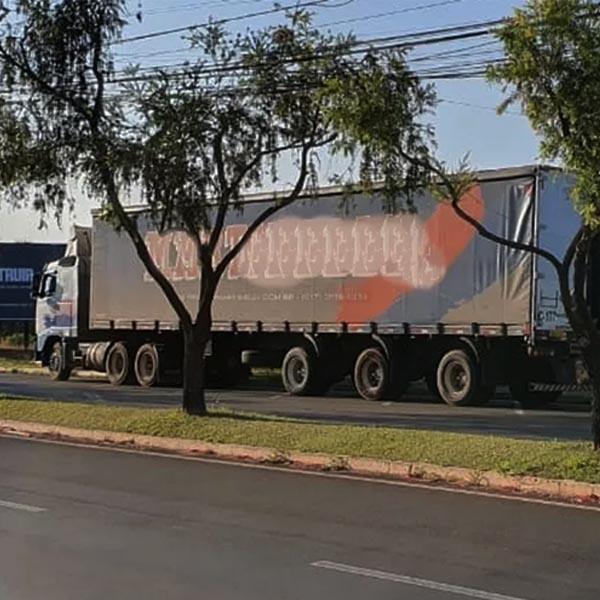 Criminosos rendem caminhoneiro e roubam parte da carga de leite em pó em Palmital