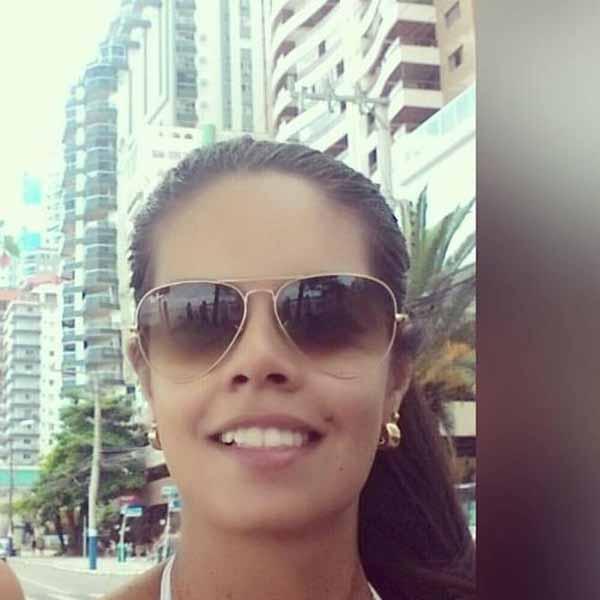 Hoje é o dia de cantar parabéns para Fernanda Medes