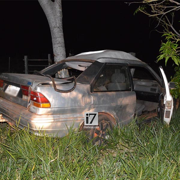 Veículo colide contra árvore após motorista perder o controle da direção na rodovia Paraguaçu/Borá
